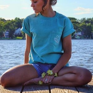 Comfort Colors Tops - 3 FOR $12 Comfort Colors Save The Bees Tees NEW 🐝